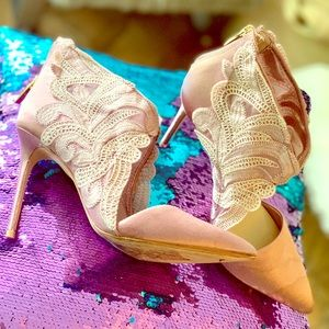 Vince Camuto pink satin embroidered pump